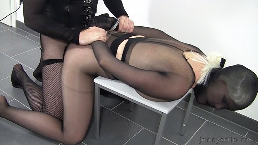 Kinky woman in blue pantyhose gets her butthole slammed